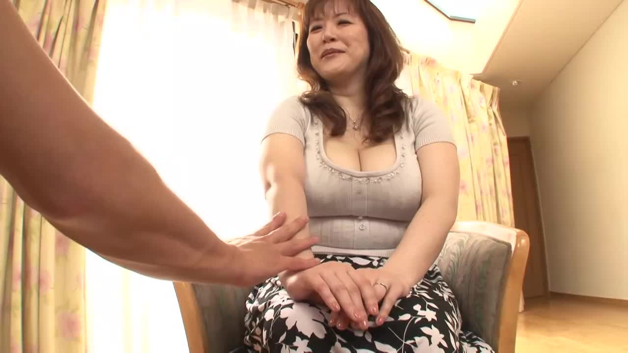 顔を埋めたくなるムチムチしっとり垂れパイ豊乳奥さんを正常位で突きまくって中出し!